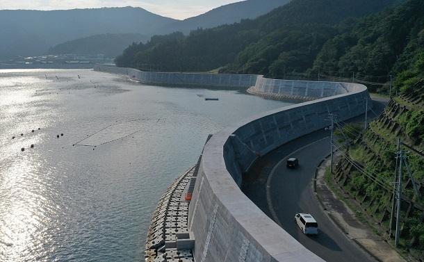 宮城県雄勝町の巨大防潮堤にみる「復興」への違和感