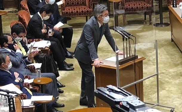 武田良太総務大臣にこそこそ逃げられた