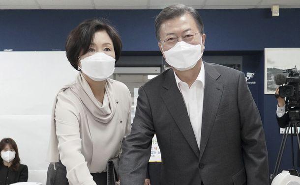 ソウル・釜山市長選の与党大敗で政権交代が視野に入った韓国。日本との関係は?