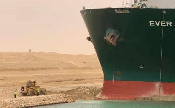 スエズ運河での立ち往生が教える世界の物流