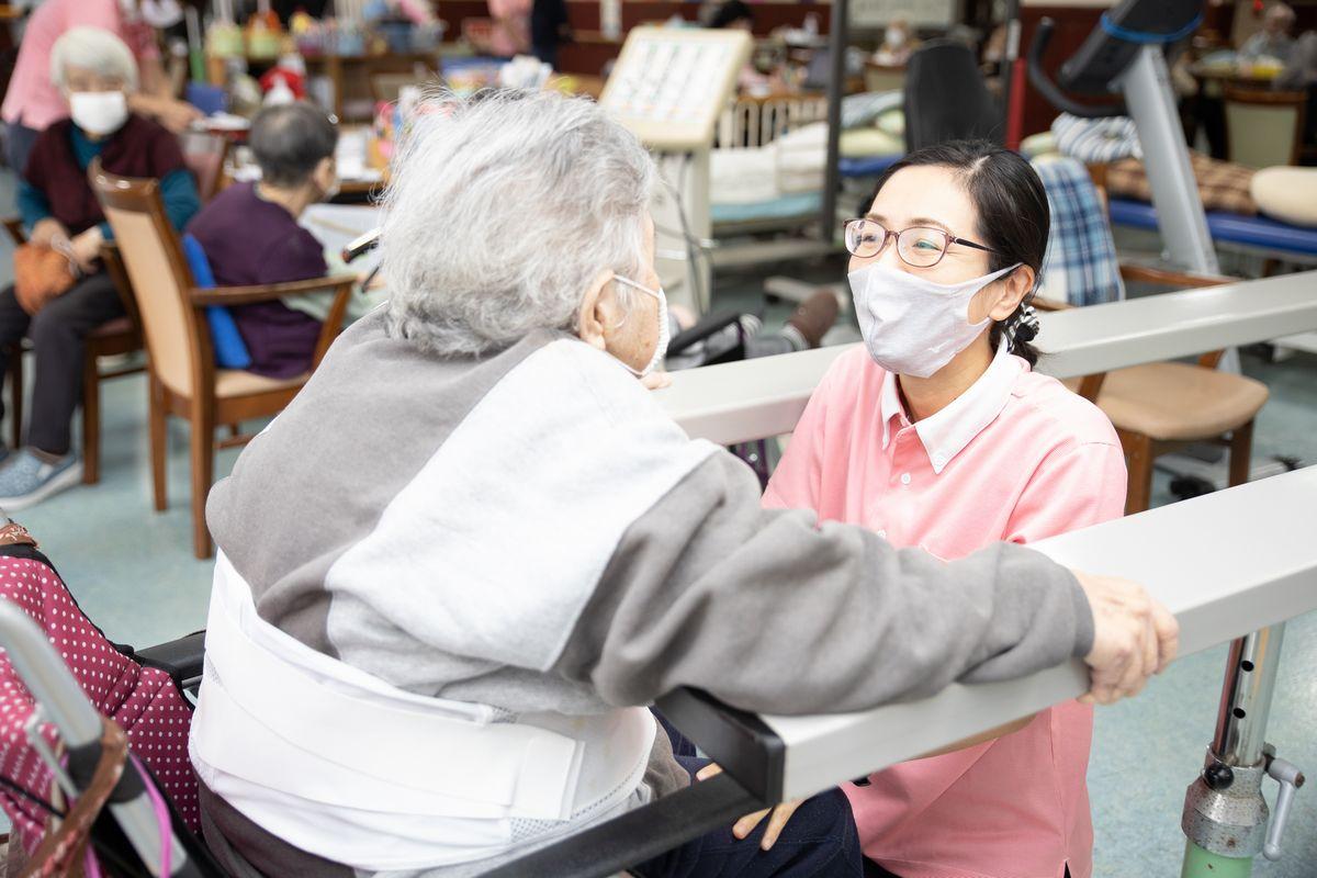 在宅介護から施設入所へ コロナ禍の巣ごもりで見えてきた介護現場の課題