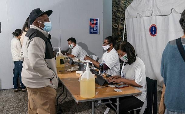 ワクチンを拒否する共和党支持者たち。分裂した米国は感染拡大を防げるのか