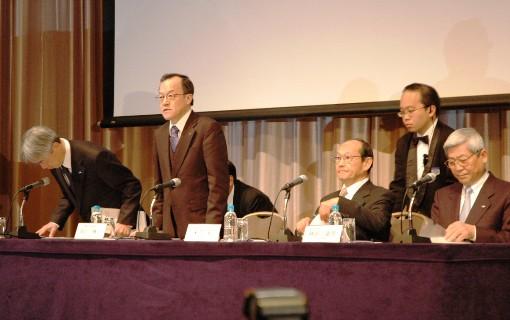 オリンパス「銀行の力借りて再建進める」会長に三井住友銀行元専務《記者会見一問一答》